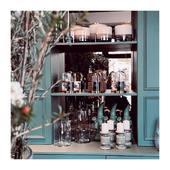 Le plaisir de voir ses collections si bien mises en avant chez @mariepaolini  Une véritable madeleine de Proust pour moi qui suis petite-fille de fleuristes. Un bonheur pour les yeux et le nez...  La collection Emblématique est à retrouver dans ses 2 boutiques à Clamart. . . . 📷 @mademoisellelulubelle_bougies